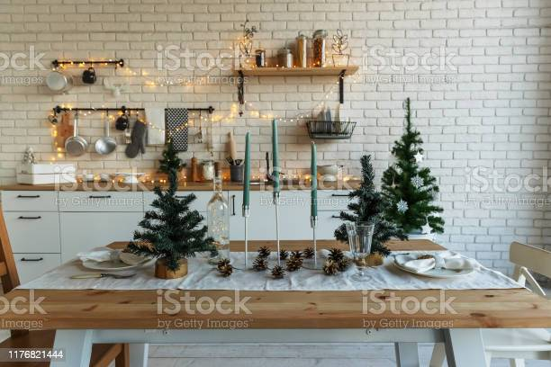 New year and christmas festive kitchen in christmas decorations picture id1176821444?b=1&k=6&m=1176821444&s=612x612&h=4dzj85rxtfbuhft4memd0s5ik6cpree4pwni8ogetr4=