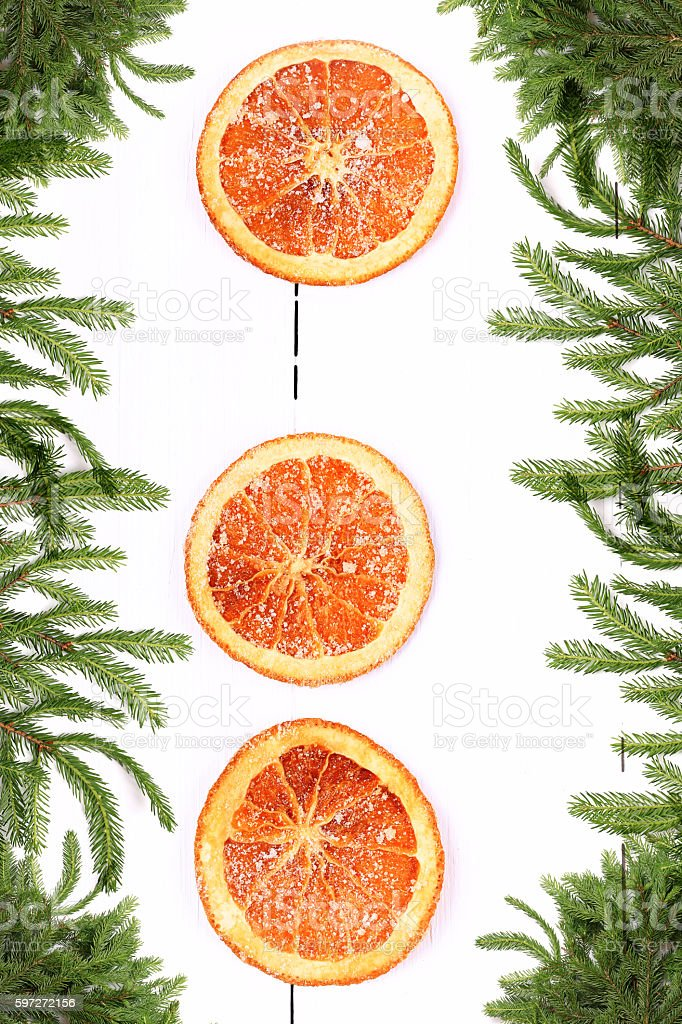 New Year background Christmas tree with dried orange Lizenzfreies stock-foto
