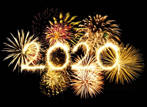 fuegos artificiales de año nuevo 2020 - foto de stock