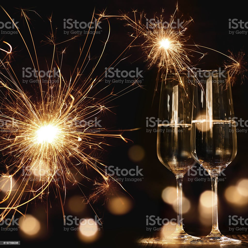 New year motif with fireworks and champagne - foto de acervo