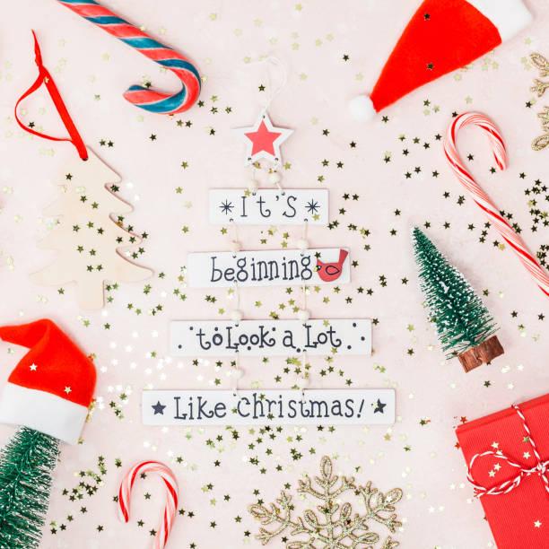 weihnachten oder neujahr dekoration flach zu legen - zitate weihnachten stock-fotos und bilder
