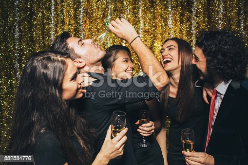 497317250 istock photo New year party 882584776