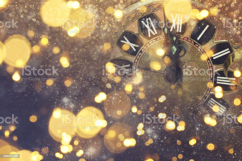 New Years blurred background with clock photo libre de droits