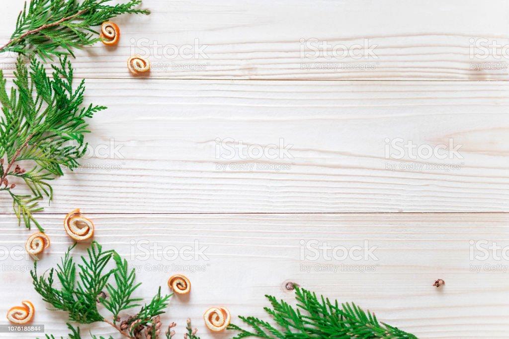 Marcos Para Fotos De Arbol De Navidad.Composicion De Ano Nuevo Marco Para Texto Con Arbol De Navidad Y Conos En Un Fondo De Madera Descuentos De Fin De Ano Vacaciones De Navidad Marco De