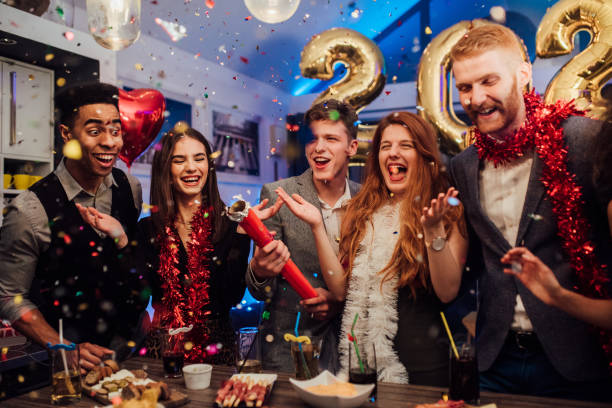 New Year's Eve celebreation Group of young friends celebrating New Years 2020 2029 stock pictures, royalty-free photos & images