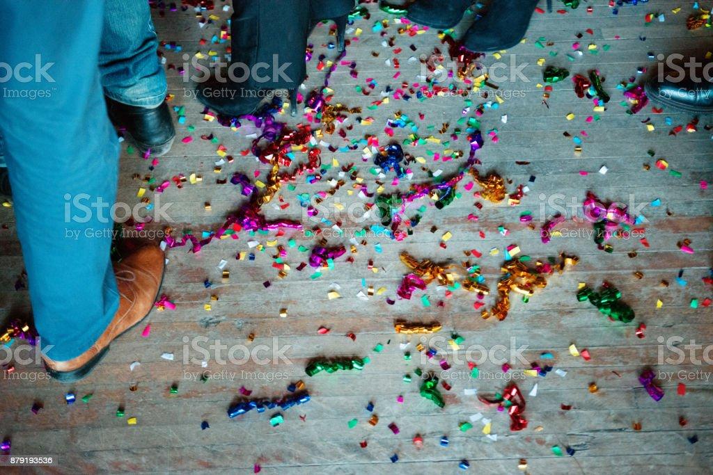 New Years Eve in einer Bar zwischen Gruppe von Kollegen und Kolleginnen und Kollegen – Foto