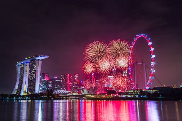 New Year's Eve in Singapore Marina Bay, Singapore - Jamuary 01, 2016: Fireworks at the Marina Bay area in Singapore to celebrate the New Year. reveillon stock pictures, royalty-free photos & images