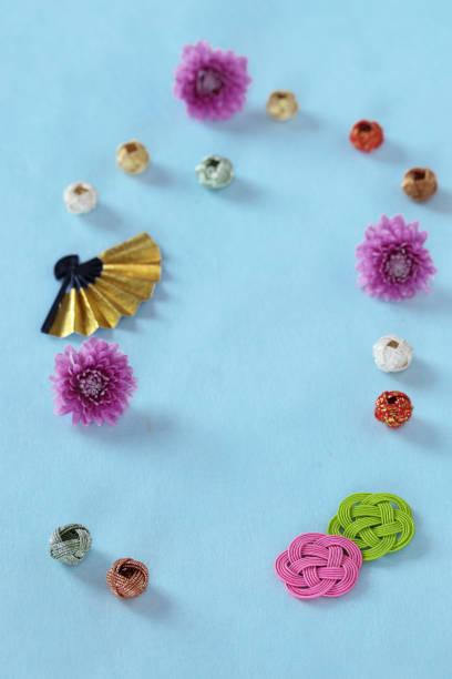 new year's image of chrysanthemum - мидзухики стоковые фото и изображения