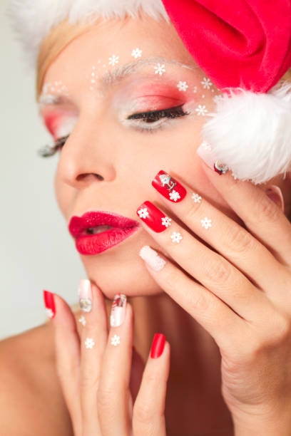 новогодний макияж и маникюр. - nageldesign weihnachten stock-fotos und bilder
