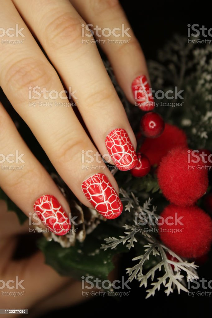 Manicura De Fin De Año Navidad Uñas Color Rojo Agrietado