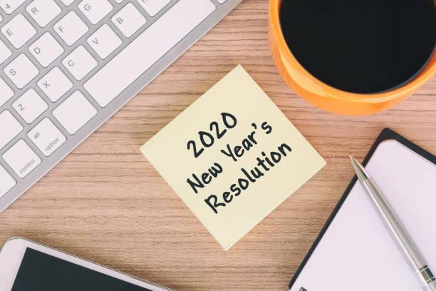 2020 neujahrstext zur klebrigen note - ideen für silvester stock-fotos und bilder