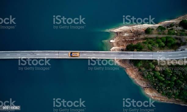 New york cab on a bridge picture id959149062?b=1&k=6&m=959149062&s=612x612&h=koy5w8qi91fipbyqe4e8w2vie0xfvs 5uchaw8ugcei=