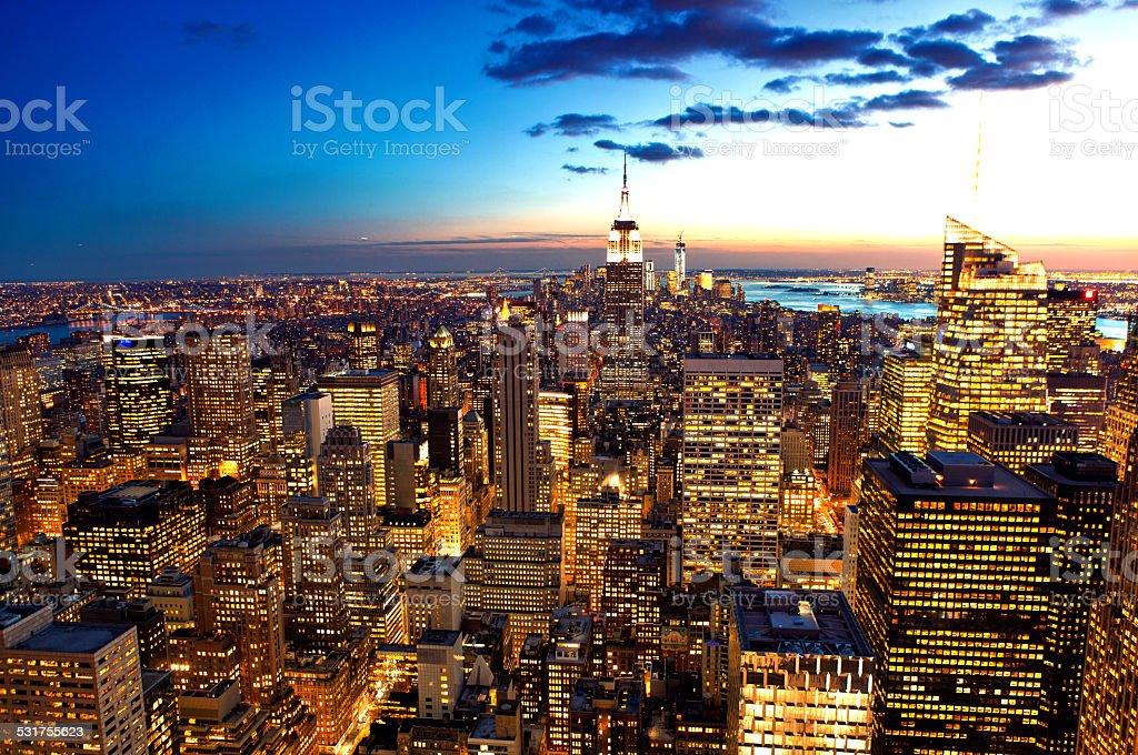 New York City Skyline Luftbild in der Abenddämmerung – Foto