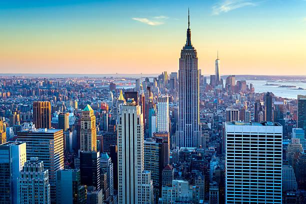 new york city aerial skyline at dusk, usa - internationell sevärdhet bildbanksfoton och bilder