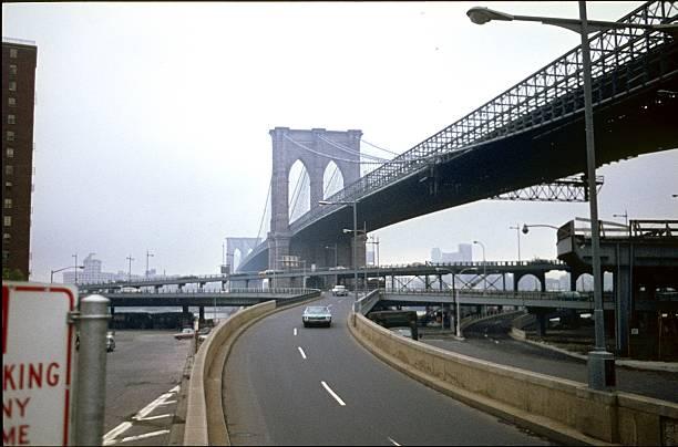 cidade de nova iorque, ponte de brooklyn, 1978 - viagens anos 70 imagens e fotografias de stock