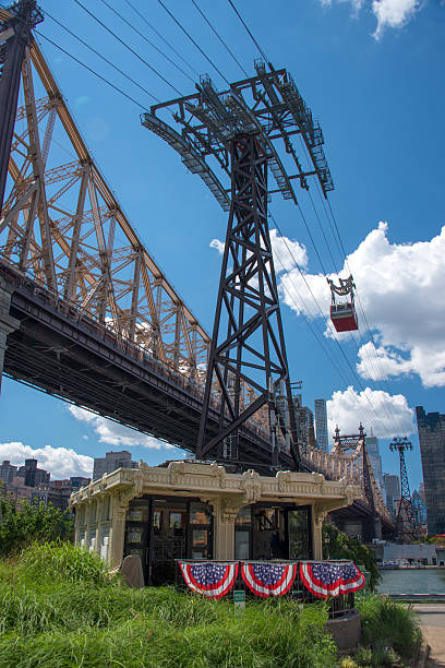 new york city cable car - roosevelt island foto e immagini stock