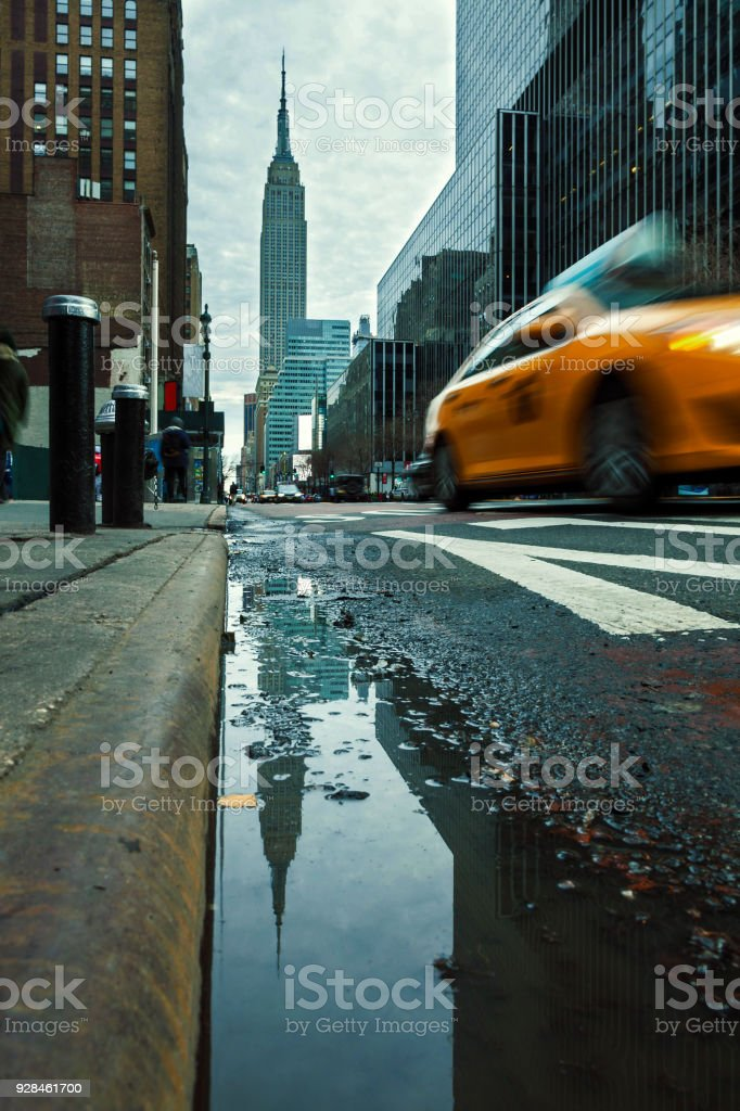 New York City - Empire State Building und Taxi – Foto