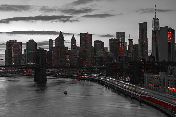 ニューヨーク市赤色照明白黒の - 都市 モノクロ ストックフォトと画像