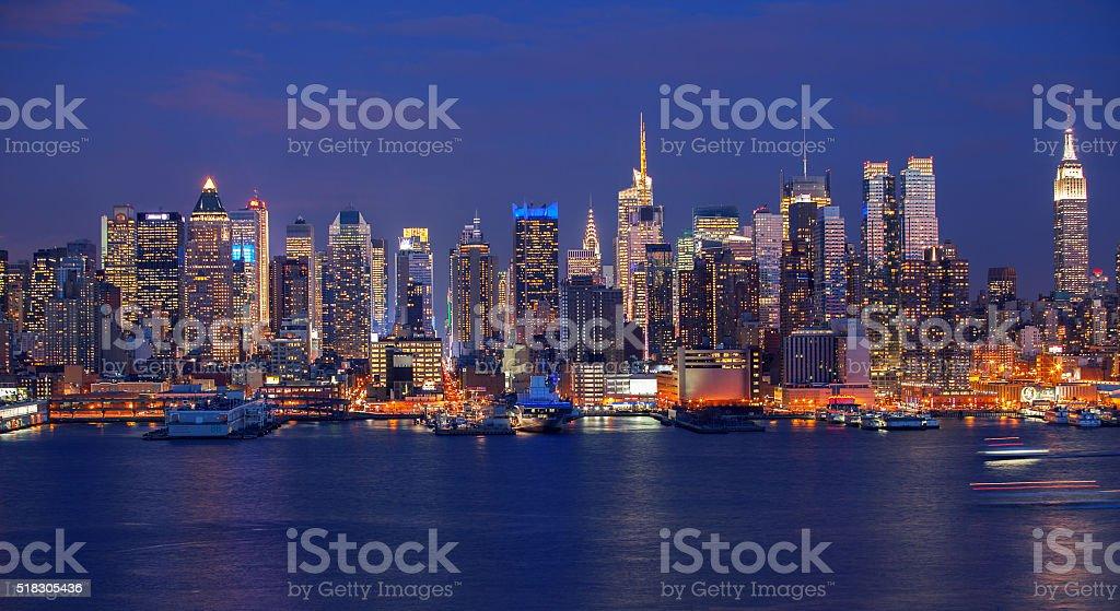 New York City skyline bei Nacht – Foto