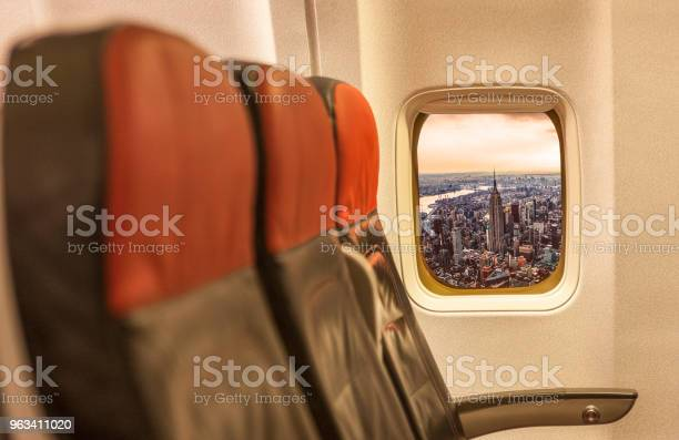 Panoramę Nowego Jorku Przez Okno Samolotu - zdjęcia stockowe i więcej obrazów Centrum Manhattanu