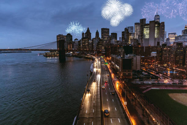 skyline von new york downtown in new year eve nacht feiern - new york new year stock-fotos und bilder