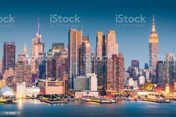 New york new york usa midtown manhatta picture id1181858711?b=1&k=6&m=1181858711&s=612x612&h=m 8qwyaawamv935bcpiqfr nepwpmwphokxl3lzspf0=