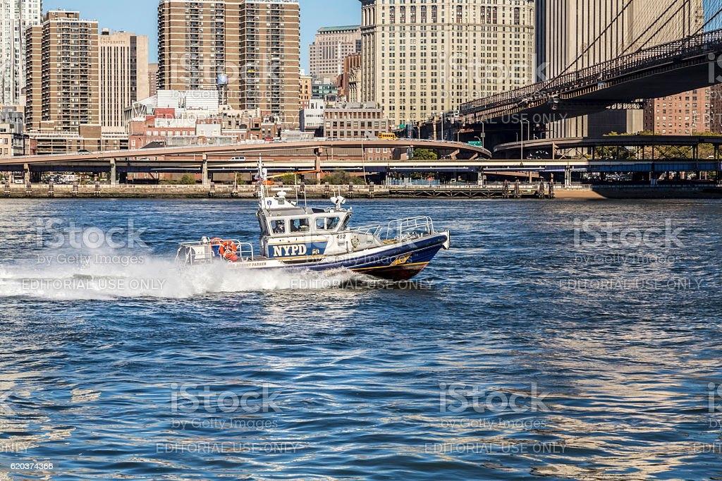 New York Police Department controls with   boat the river zbiór zdjęć royalty-free