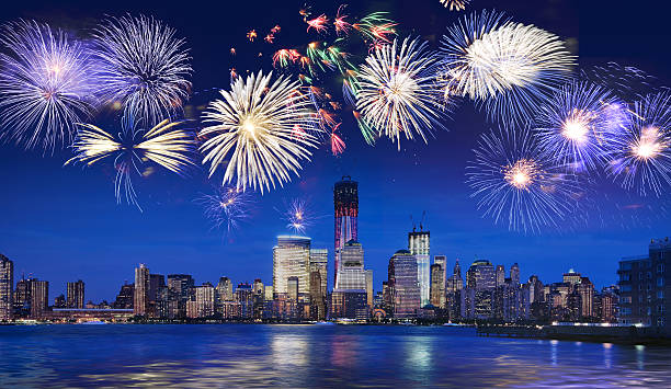 skyline von new york bei nacht mit feuerwerk - new york new year stock-fotos und bilder