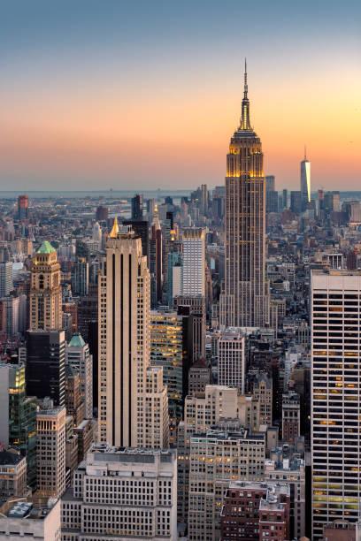 new york skyline au coucher du soleil - new york photos et images de collection