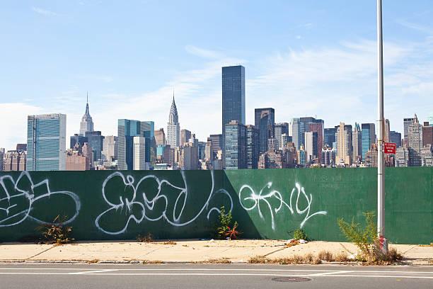 ニューヨークの街並み - street graffiti ストックフォトと画像