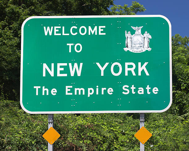 New York State Sign Roadside sign welcoming visitors to New York State albany county new york state stock pictures, royalty-free photos & images