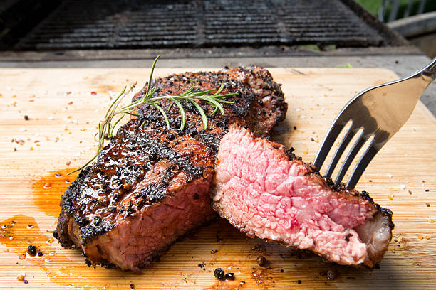 new york steak - strip steak stockfoto's en -beelden