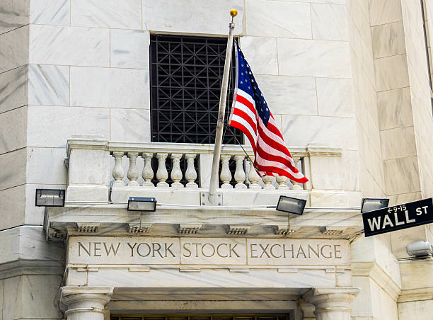 new york stock exchange and wall street - new york stock exchange stock pictures, royalty-free photos & images