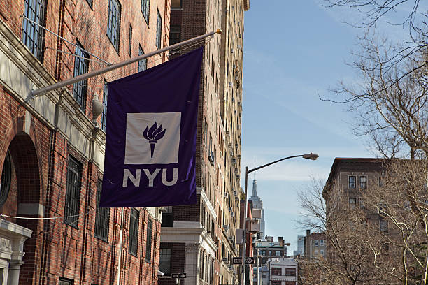 Neu York Universität Flagge und Gebäude auf der Washington Platz Westen – Foto