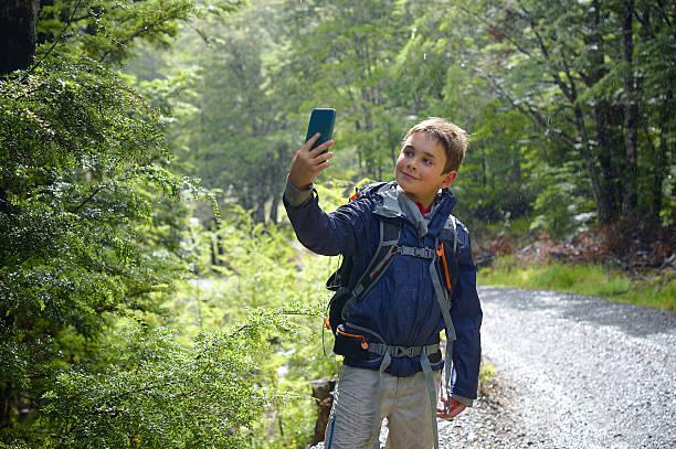 New Zealand Boy taking Selfie, Bush Setting – Foto