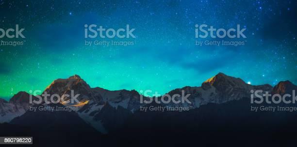 New zealand scenic mountain landscape at mount cook milky way picture id860798220?b=1&k=6&m=860798220&s=612x612&h=v ixvuchgbsvop3vzoqekjnj87ndfnmcntmyvma3ruu=