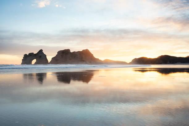 뉴질랜드 겨울 일출 - 태즈먼 해 뉴스 사진 이미지