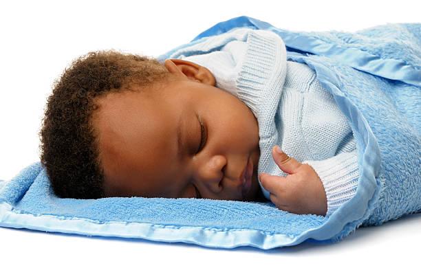 Neugeborenes African American Baby Jungen friedlich Alseep – Foto