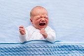 新生児ボーイズ、ブルーのブランケット