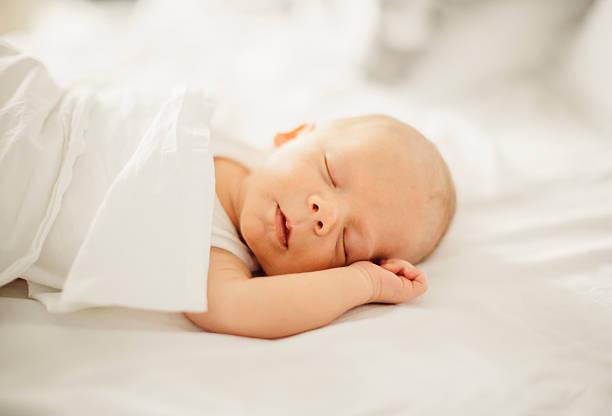 Neugeborenes baby boy Schlafen – Foto