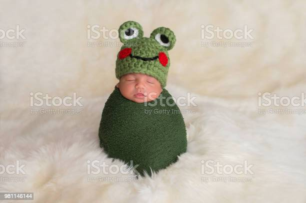 Newborn baby boy wearing a frog hat picture id981146144?b=1&k=6&m=981146144&s=612x612&h=k972mjxil1knekm8em9dxcphlvhl 58dcn8wqwccfby=