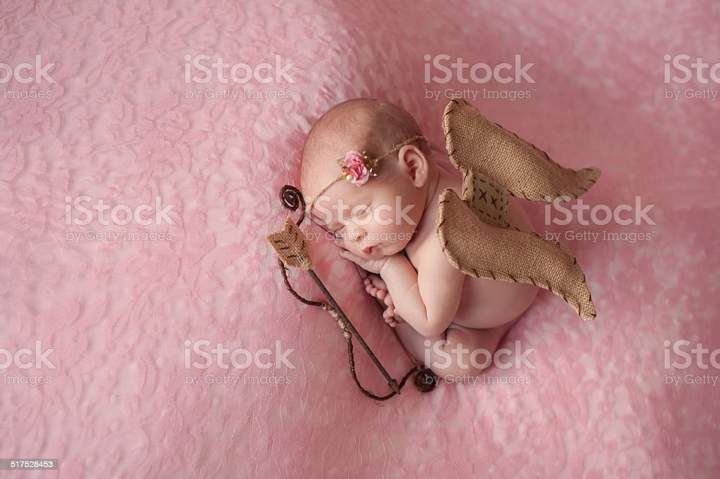 Newborn Baby Girl Wearing Cupido Wings - foto de stock