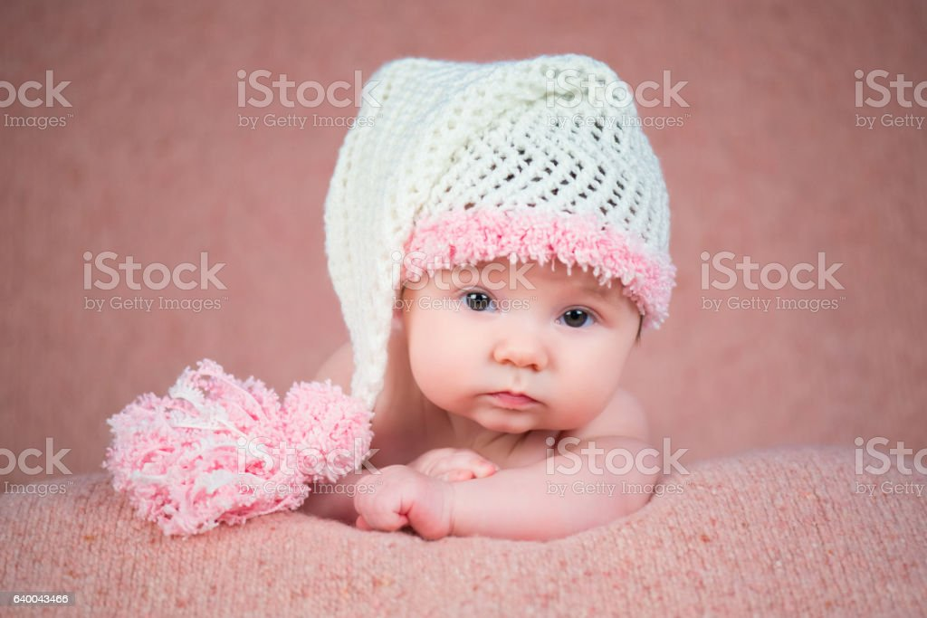 Newborn baby in a warm knitted hat. стоковое фото