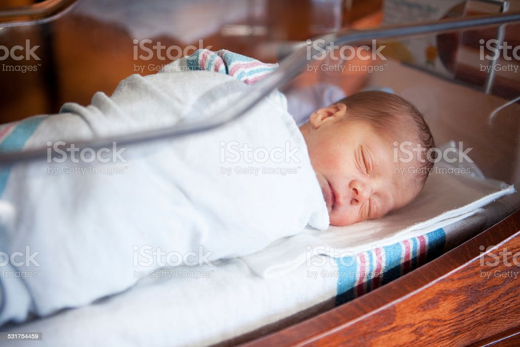 Newborn Baby In Hospital Nursery foto