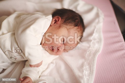 853843596 istock photo Newborn baby 955200890