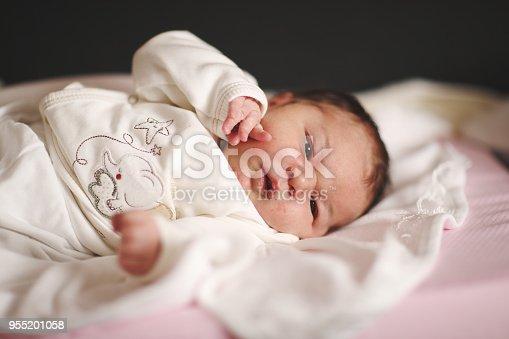 853843596 istock photo Newborn baby 955201058
