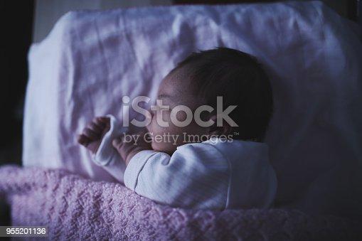 853843596 istock photo Newborn baby 955201136