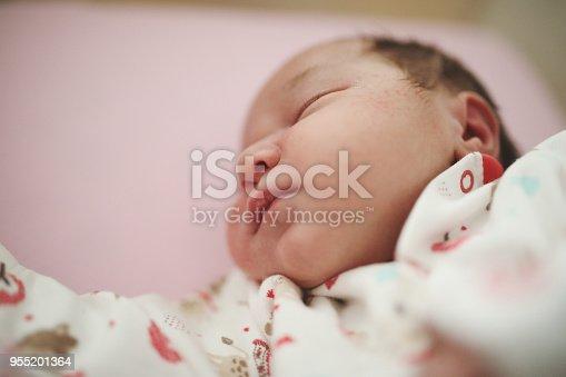 853843596 istock photo Newborn baby 955201364
