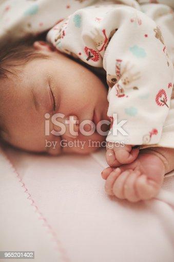 853843596 istock photo Newborn baby 955201402