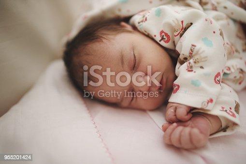 853843596 istock photo Newborn baby 955201424